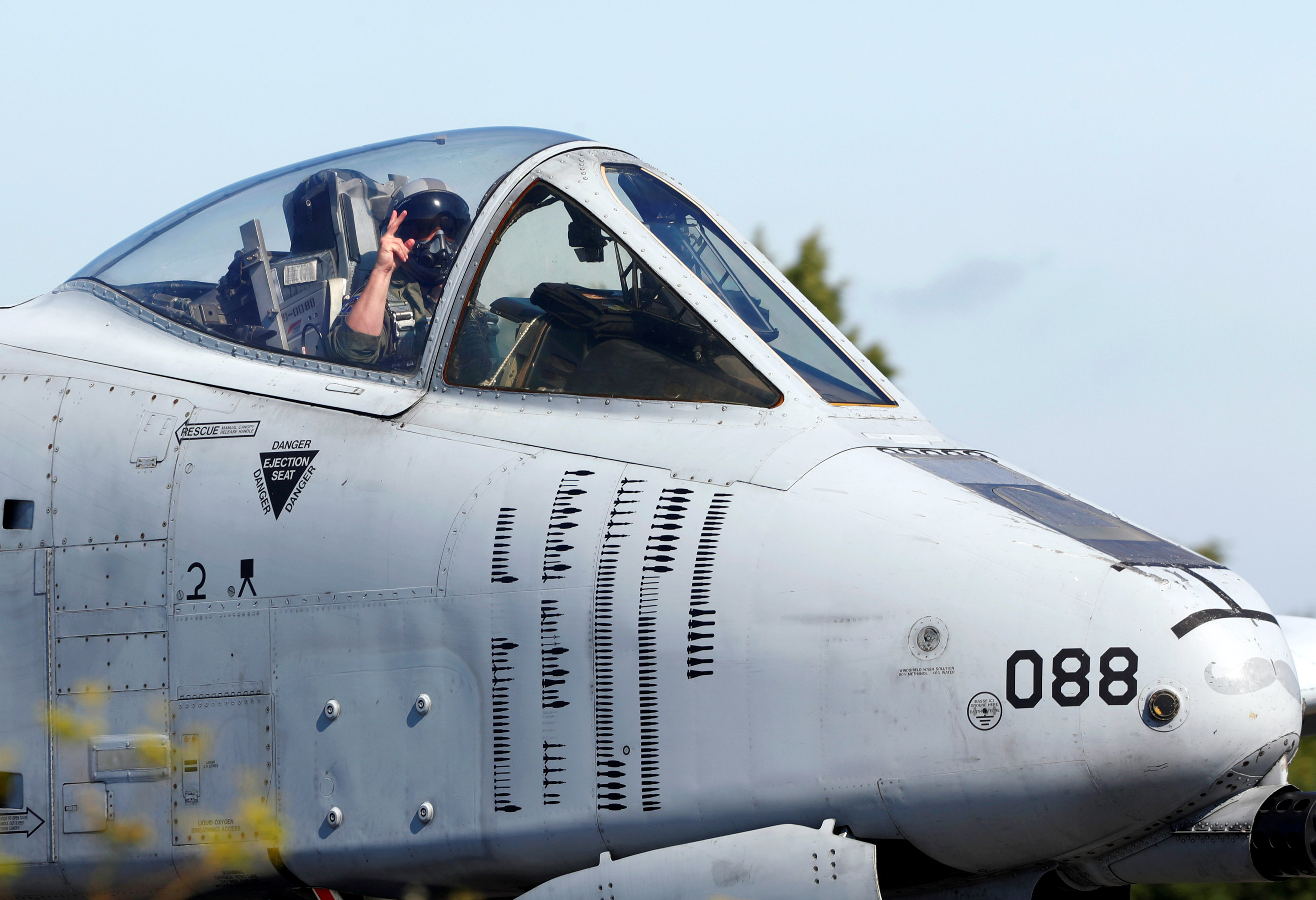 """U.S. Air Force attack aircraft A-10 """"Thunderbolt"""" pilot reacts as he takes part in a landing exercise on a motorway near Jagala, Estonia, August 10, 2017."""