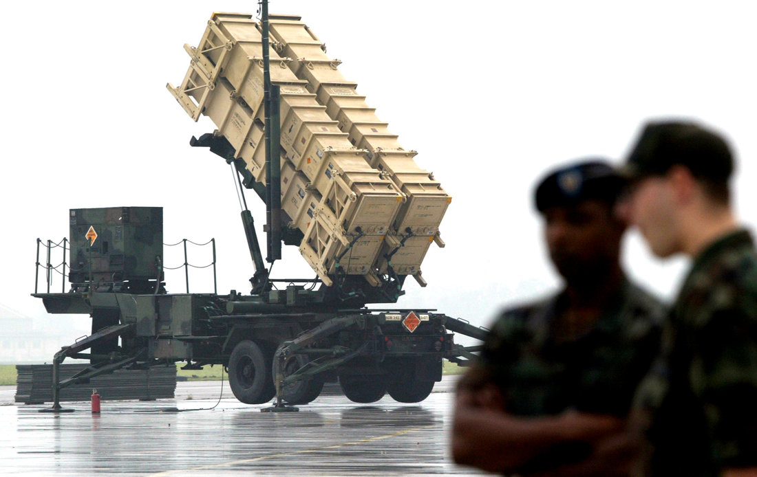 U.S. soldiers stand near the launcher of a Patriot Advanced Capability-2 (PAC-2) system during a demonstration at a South Korean airforce base in Suwon, about 46 km (28.7 miles) south of Seoul September 18, 2003. REUTERS/Kim Kyung-Hoon