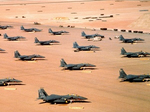 F-15E Eagle fighter aircraft on an airfield during Operation Desert Shield. Wikimedia Commons/U.S. Air Force