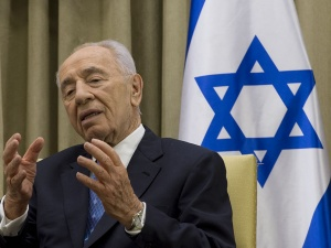 Israeli President Shimon Peres speaks during a meeting with Secretary of Defense Chuck Hagel in 2013. Wikimedia Commons/Department of Defense