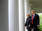 U.S. President Donald Trump (R) arrives for a joint news conference with Indian Prime Minister Narendra Modi (L) in the Rose Garden of the White House in Washington, U.S., June 26, 2017. REUTERS/Carlos Barria