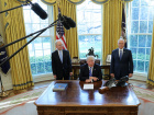 U.S. President Donald Trump talks to journalists at the Oval Office of the White House after the AHCA health care bill was pulled before a vote, accompanied by U.S. Health and Human Services Secretary Tom Price (L) and Vice President Mike Pence, in Washington, U.S. March 24, 2017. REUTERS/Carlos Barria