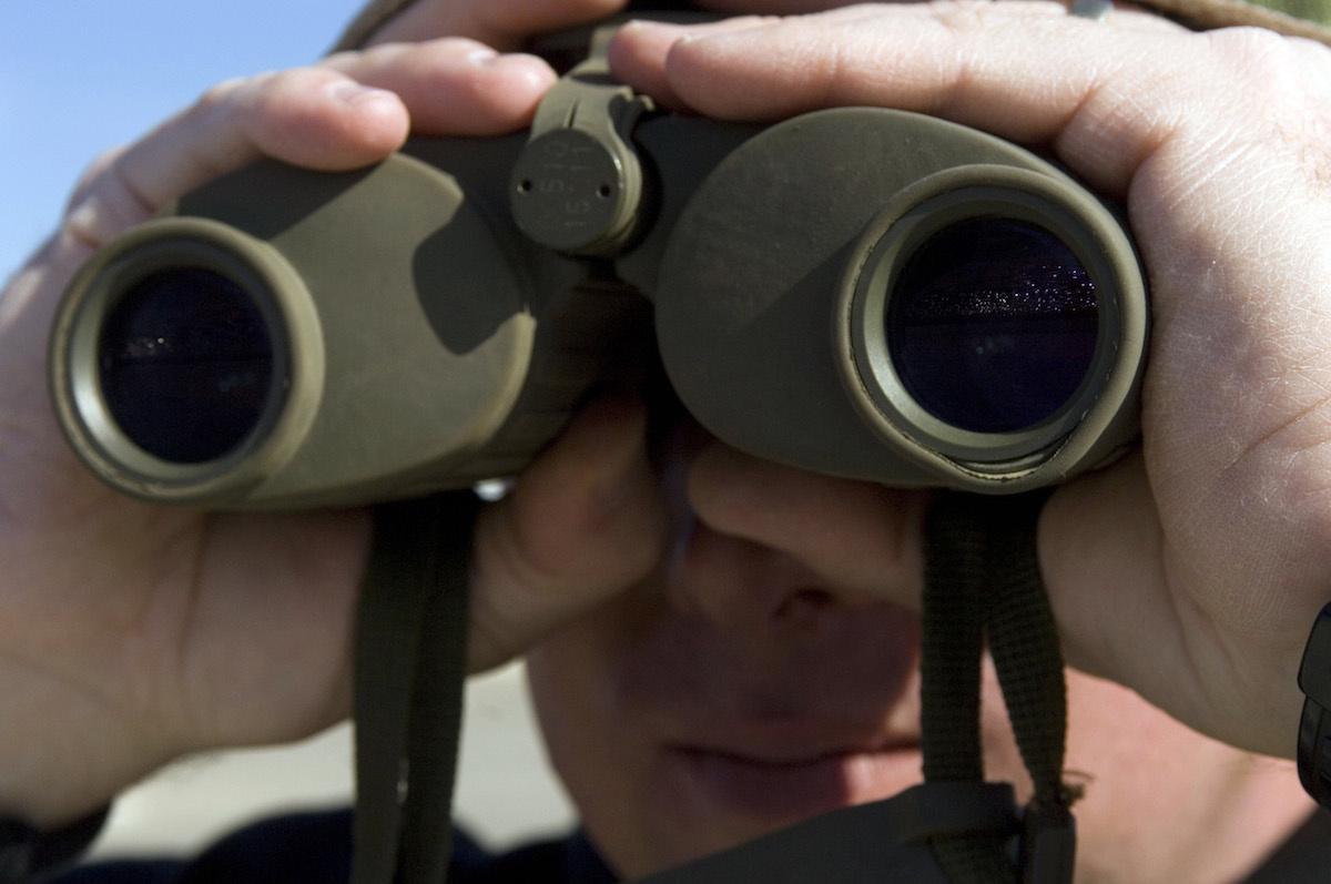 Arkansas Air National Guardsman with binoculars. U.S. Air Force Photo/Master Sgt Jack Braden