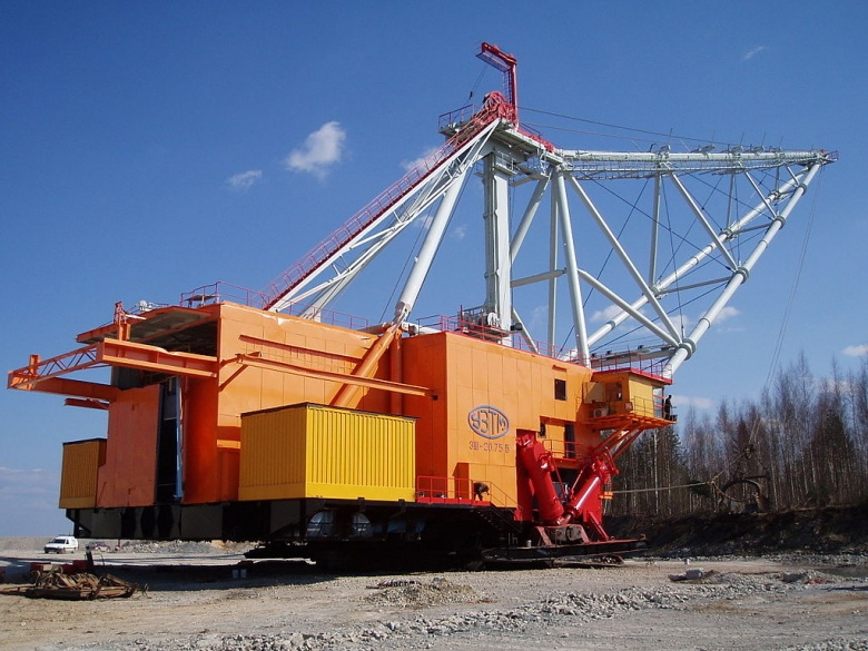 "Image: ""Dragline excavator in the Baltic Oil Shale Basin, Narva 26 April 2005."" Photo by PjotrMahh1, CC BY-SA 3.0."