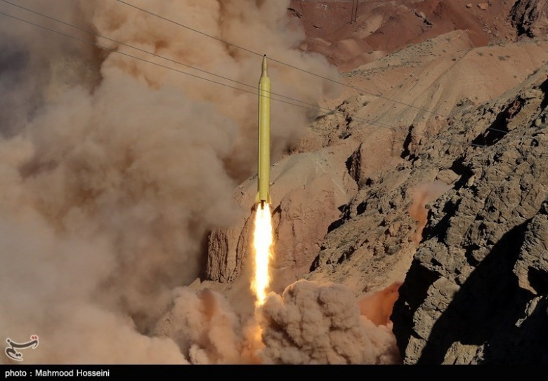 ّImage: A Qadr-H missile being demonstrated for the press. Tasnim News Agency/Mahmood Hosseini. CC BY 4.0.