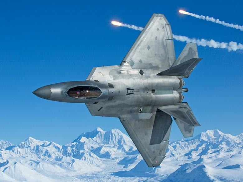 مقاتله الجيل السادس الامريكيه : هل تنهض ال F-22 raptor من الرماد ؟ 2015_F22_Elmo_25_F22R11.04_1267828237_9117_1