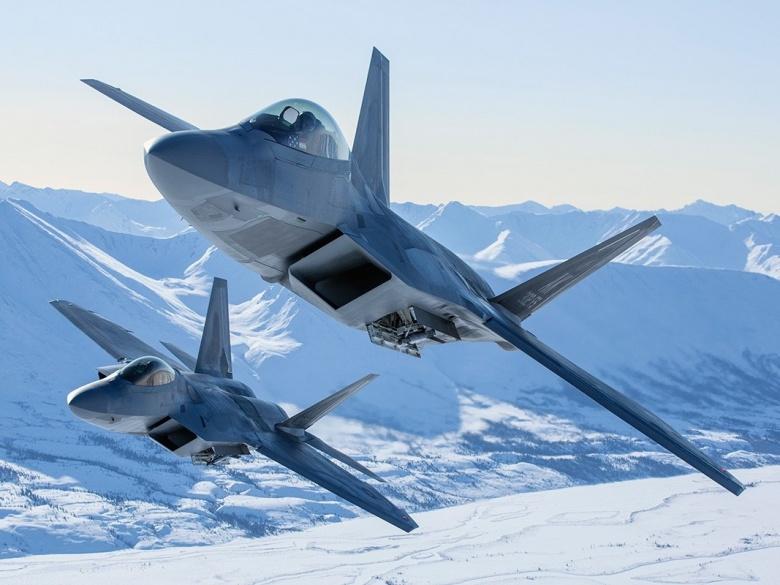 مقاتله الجيل السادس الامريكيه : هل تنهض ال F-22 raptor من الرماد ؟ 2015_F22_Elmo_40_FM2290.31_1267828237_5194_0