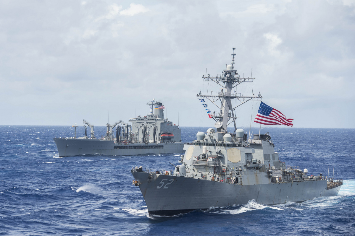 The guided-missile destroyer USS Barry (DDG 52) and the oiler USNS Big Horn (T-AO 198) break away from a formation with ships from Carrier Strike Group 5 and Expeditionary Strike Group 7 following a photo exercise to signify the completion of Valiant Shield 2016.​ Flickr / COMSEVENTHFLT