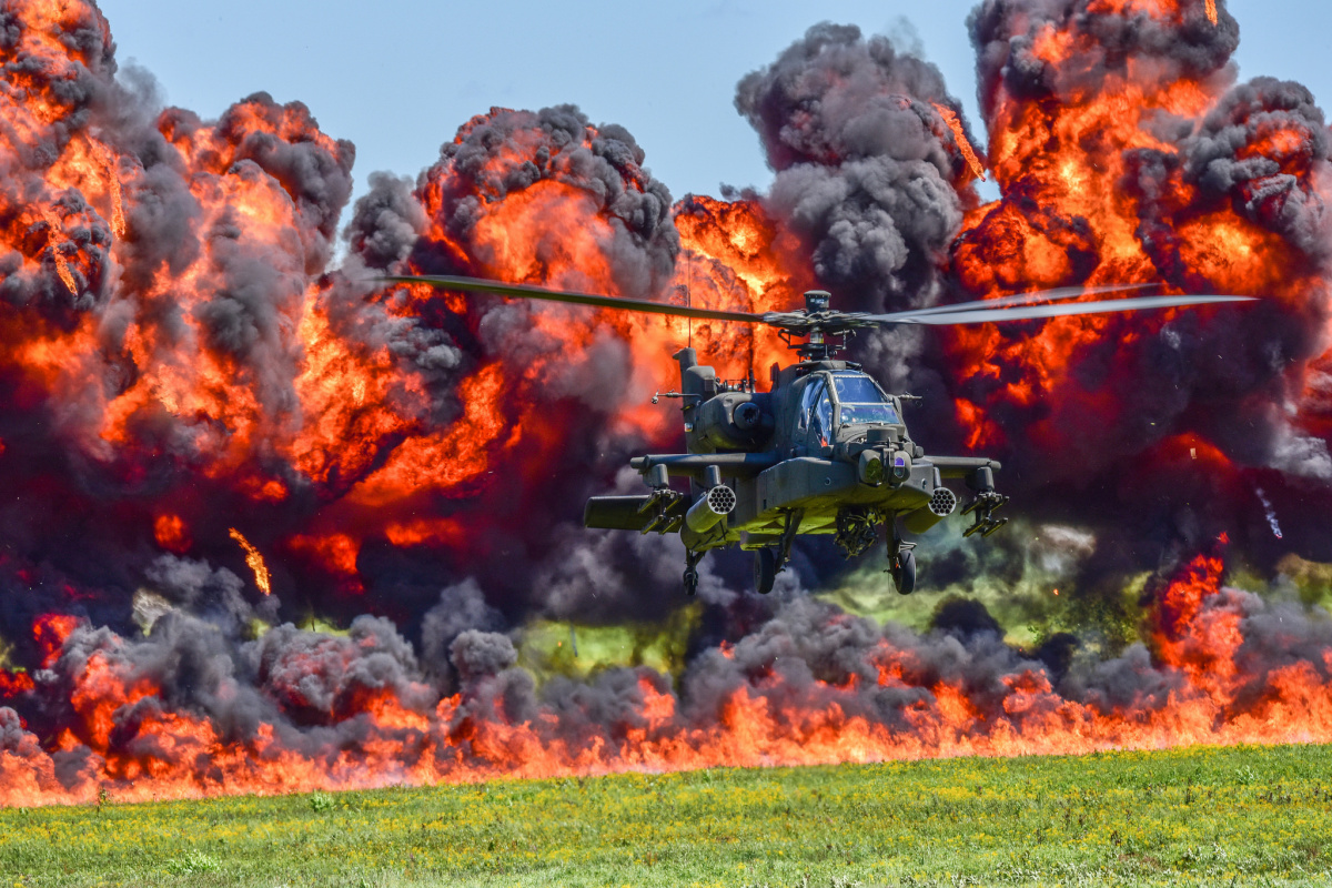 U.S. Army and Air National Guard personnel participate in the combined arms demo during the South Carolina National Guard Air and Ground Expo at McEntire Joint National Guard Base, South Carolina, May 6, 2017. This expo is a combined arms demonstration showcasing the capabilities of South Carolina National Guard Airmen and Soldiers while saying thank you for the support of fellow South Carolinians and the surrounding community. (U.S. Air National Guard photo by Senior Airman Megan Floyd) / Flickr / U.S. De