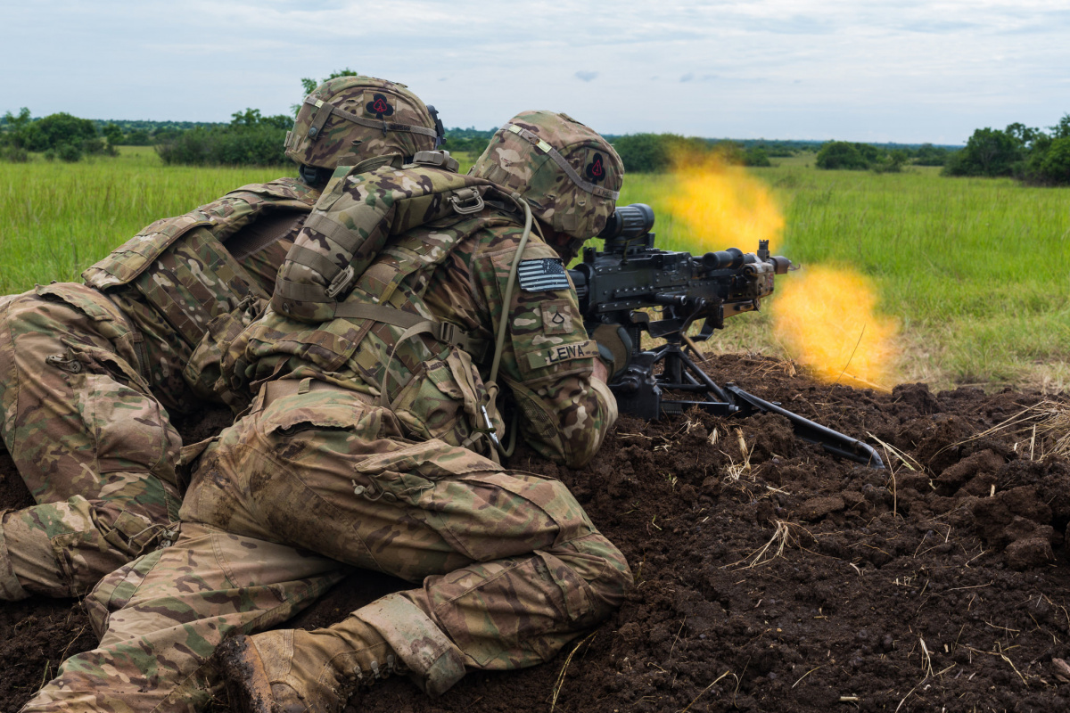 U.S. Soldiers assigned to the 1st Battalion, 506th Infantry Regiment, 1st Brigade Combat Team, 101st Airborne Division engage their targets during a Live Fire Exercise for United Accord 2017 at Bundase Training Camp, Bundase, Ghana, May 26, 2017. ​Flickr / U.S. Department of Defense