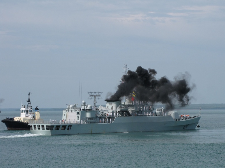 """Image: """"PLA Navy Frigate Mianyang Departing Darwin's Fort Hill Wharf October 2010."""" Ken Hodge, CC BY 2.0."""