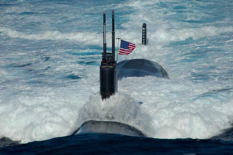 الغواصات المستقبليه الامريكيه سيكون لديها اذرع روبوتيه للقضاء على اعدائها  5450838199_09e3ce9826_o