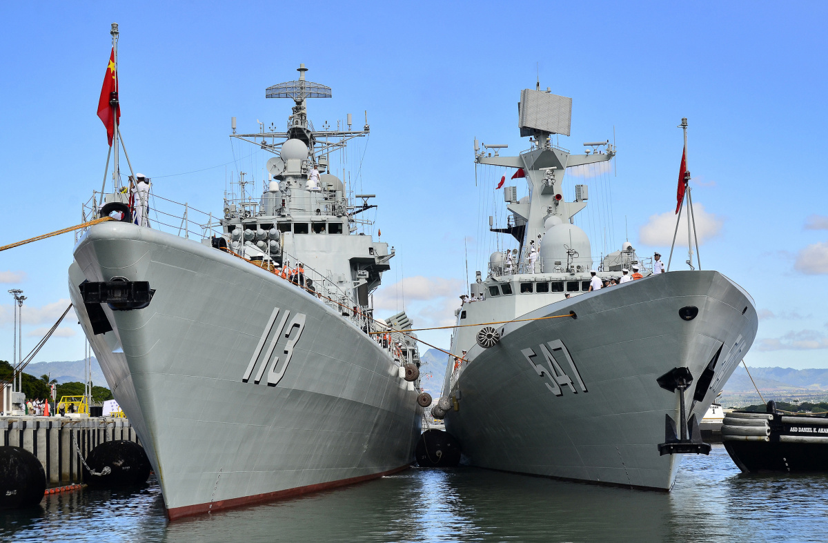 Chinese People's Liberation Army-Navy Jiangkai-class frigate Linyi alongside the Luhu-class destroyer Qingdao. Flickr/U.S. Pacific Fleet