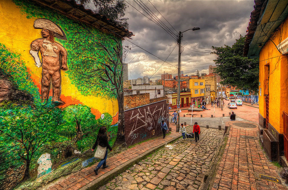 Street in La Candelaria neighborhood in downtown Bogota. Wikimedia Commons/Creative Commons/Pedro Szekely