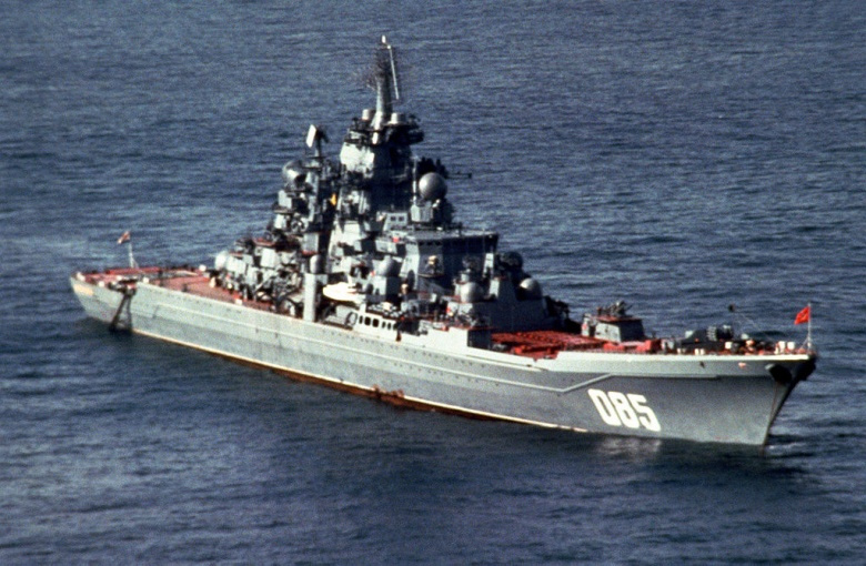 A starboard bow view of the Soviet Kirov class nuclear-powered guided missile cruiser Kalinin. Wikimedia Commons/U.S. Navy