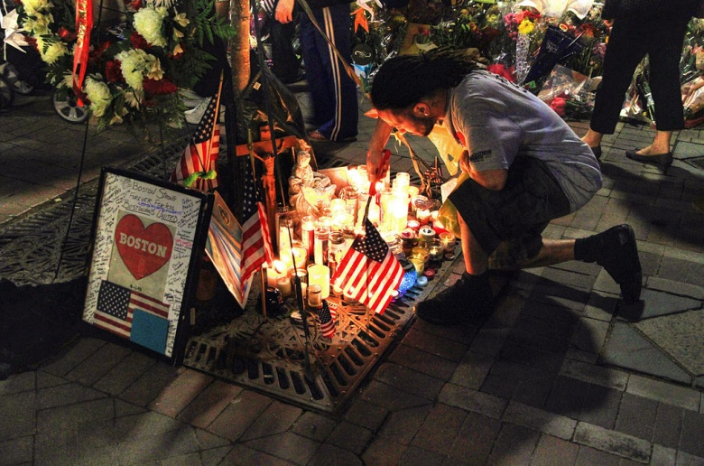 Remembering the victims of the Boston Marathon bombings in Copley Square, Boston, Massachusetts. Wikimedia Commons/@Ingfbruno