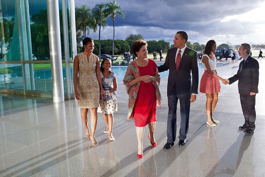 President Dilma Rousseff and Foreign Minister Antonio Patriota greet President Barack Obama and his family on their arrival at the Palácio da Alvorada in Brasília. Wikimedia Commons/The White House