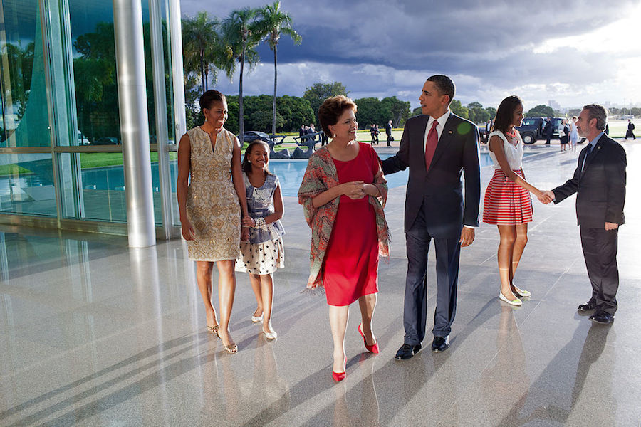 President Dilma Rousseff and Foreign Minister Antonio Patriota greet President Barack Obama and his family on their arrival at the Palácio da Alvorada in Brasília. Wikimedia Commons/The White House
