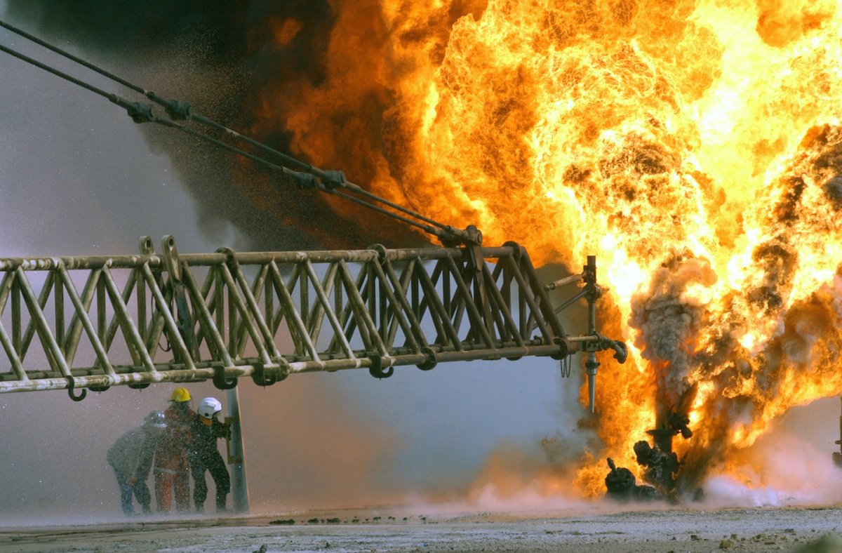 Kuwaiti firefighters fight to secure a burning oil well in the Rumaila oilfields. Wikimedia Commons/U.S. Marine Corps