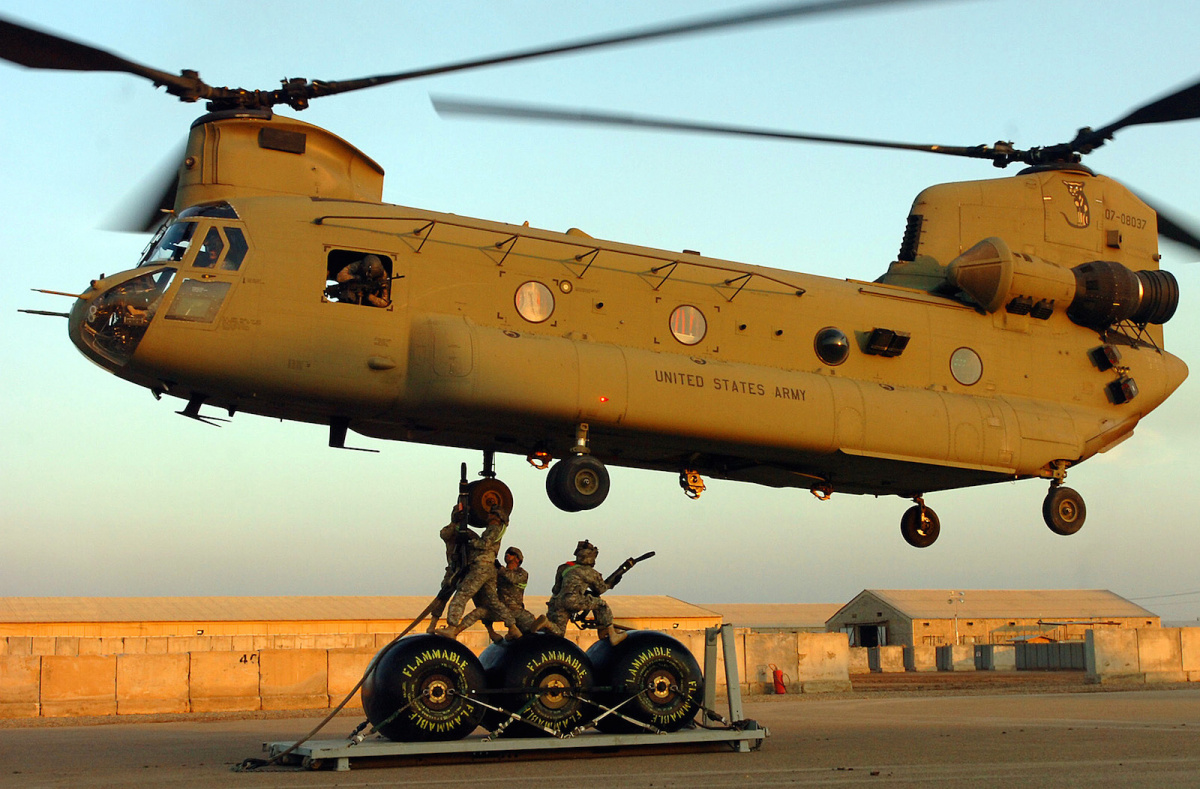 CH-47F Chinook helicopter in Iraq. Flickr/DVIDSHUB