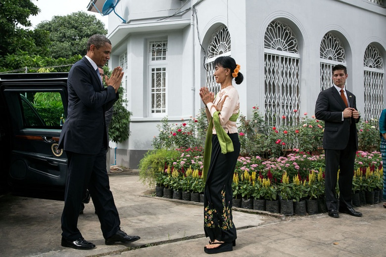 Aung San Suu Kyi welcomes United States President Barack Obama to her home. Wikimedia Commons/The White House