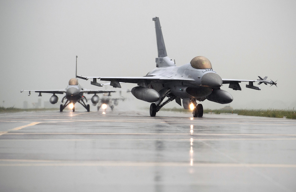 American and Korean F-16s at Seosan Air Base, South Korea. U.S. Air Force photo/Senior Airman Taylor Curry