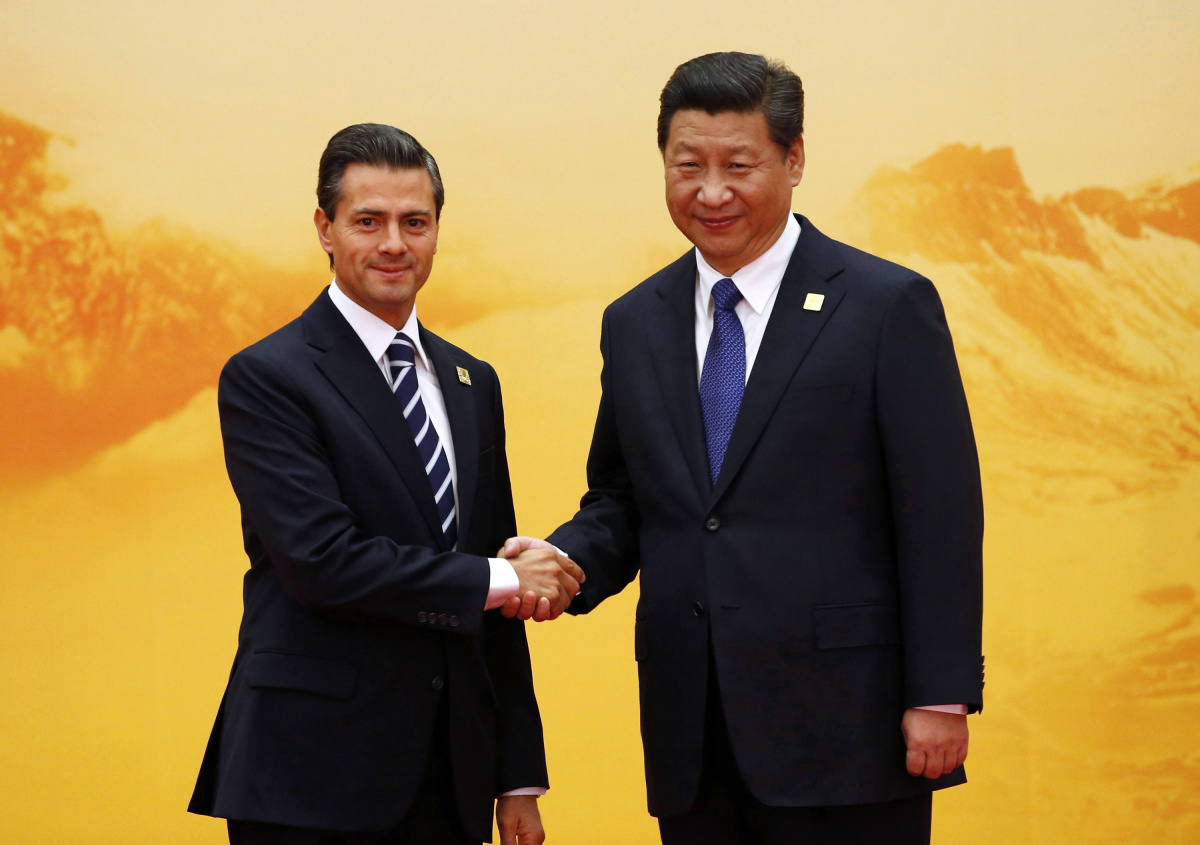 Mexico's President Enrique Pena Nieto (L) shakes hands with China's President Xi Jinping during a welcoming ceremony at the Asia Pacific Economic Cooperation (APEC) summit at the International Convention Center at Yanqi Lake in Beijing
