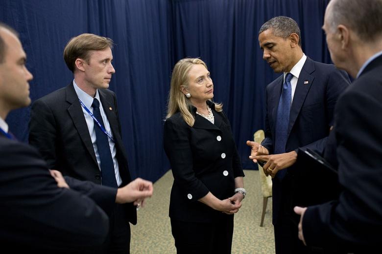 United States President Barack Obama talks with Secretary of State Hillary Rodham Clinton. Wikimedia Commons/Pete Souza