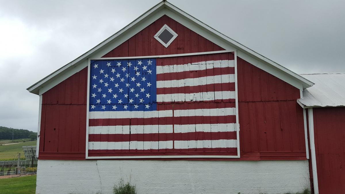 Barn with U.S. flag decoration. Pixabay/Public domain