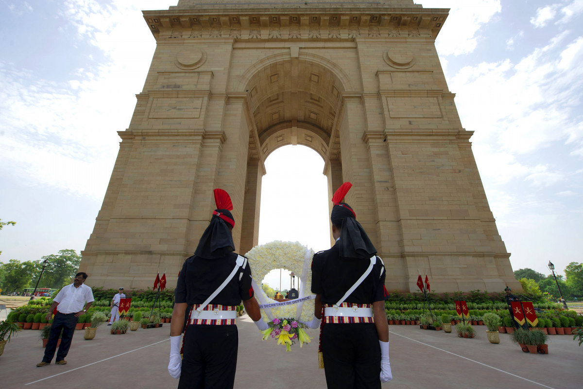 essay on india gate delhi India gate is one of the major attractions in delhi, and also a popular tourist attraction in india there are many interesting facts about this monument that you find interesting.