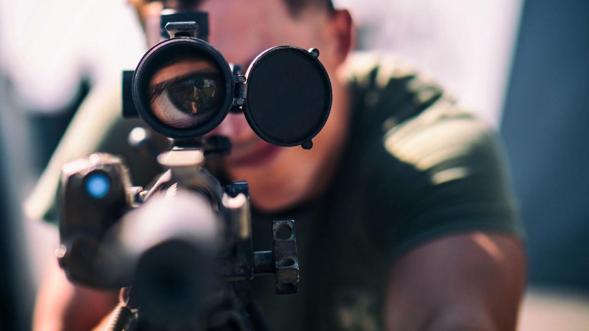 Marine looks through his M8541A optic. Flickr/U.S. Marine Corps