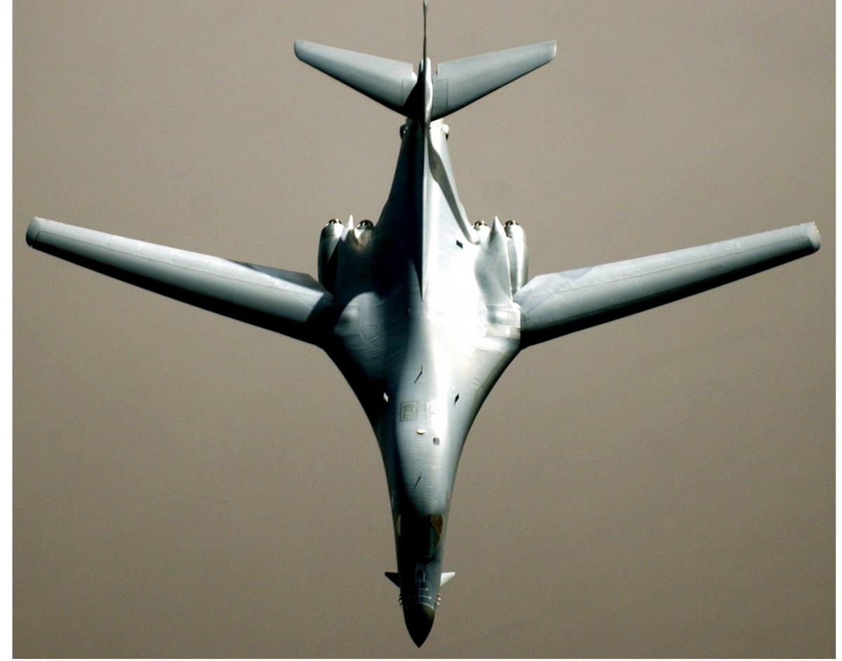 Bomber Battle: Russia's Deadly Tu-160 vs. America's B-1 ... B1 Lancer Vs Tu 160