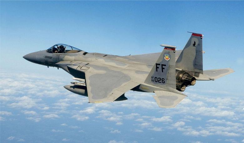 Capt. Matt Bruckner, an F-15 Eagle pilot, flies over Washington, DC. Wikimedia Commons/U.S. Air Force
