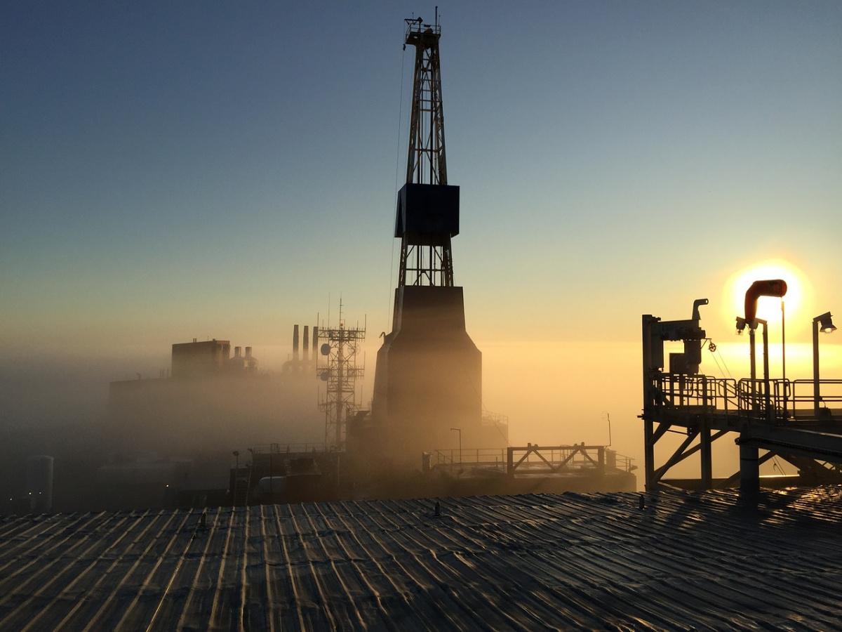 Oil drilling rig in Prudhoe Bay, Alaska. Pixabay/Public domain