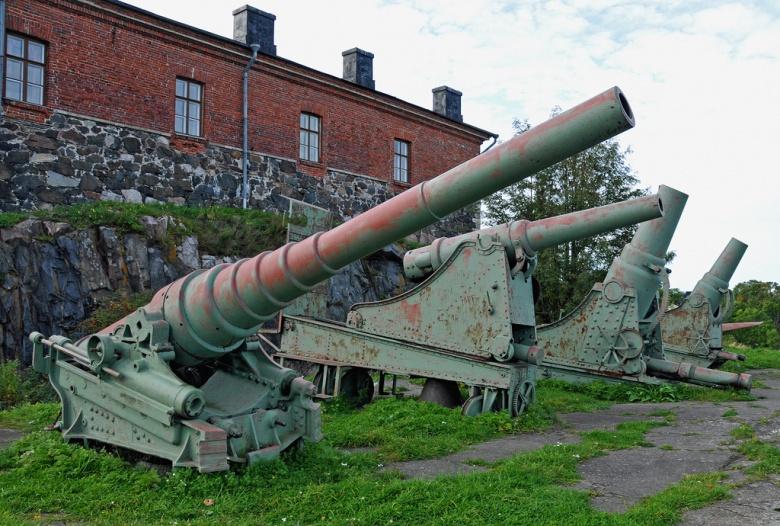World War II–era artillery in Helsinki, Finland. Flickr/Dennis Jarvis