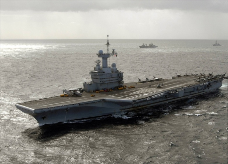 The French aircraft carrier Charles de Gaulle underway in 2009. Wikimedia Commons/U.S. Navy