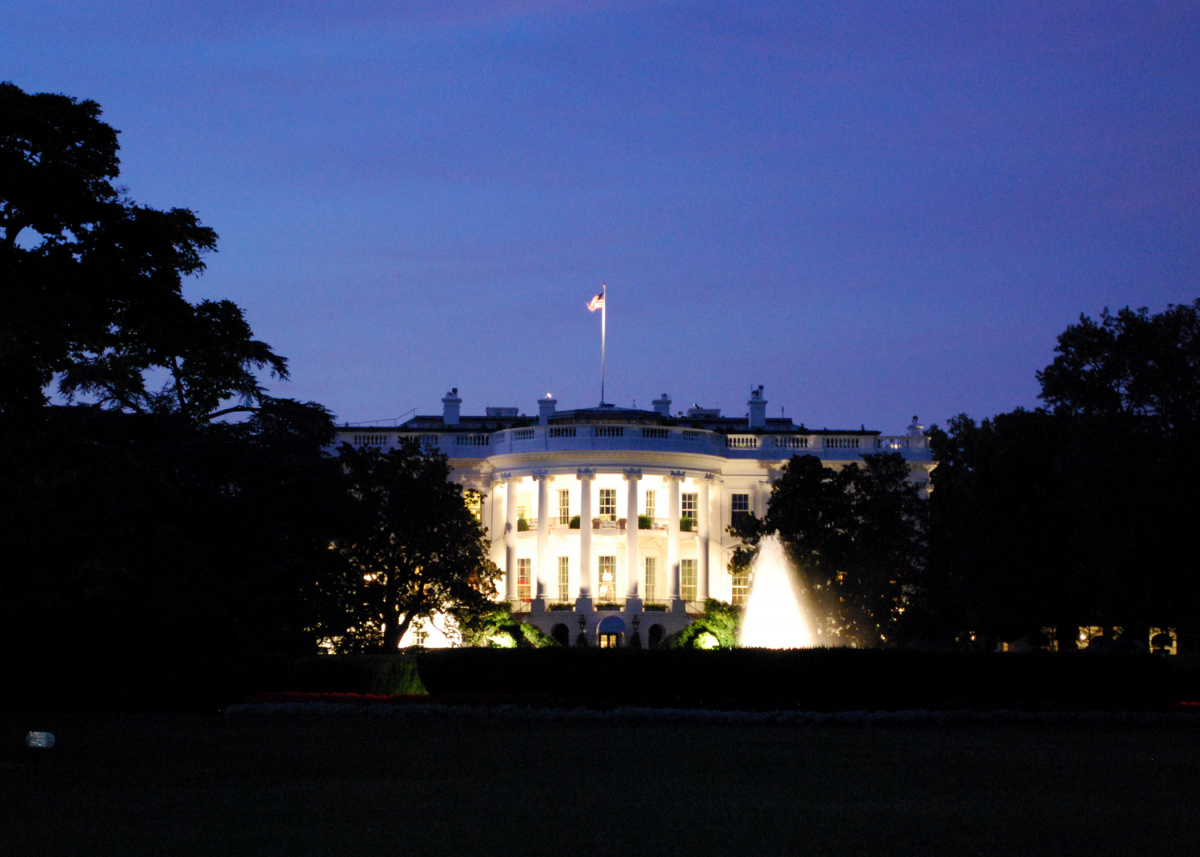 White House at night. Flickr/Creative Commons/@chuckyeager