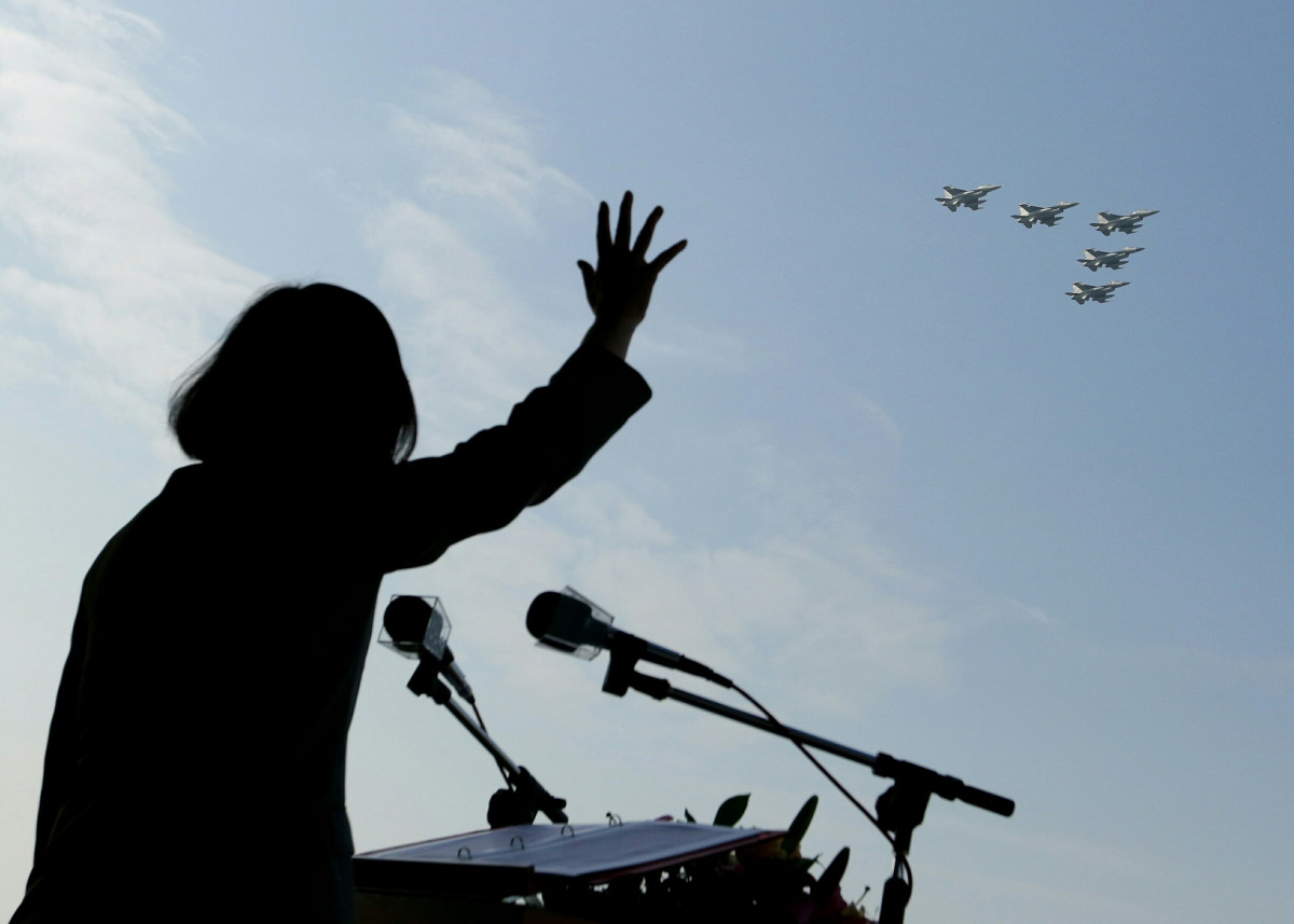 President Tsai Ing-wen oversees Taiwanese air forces. Flickr/Taiwan Presidential Palace