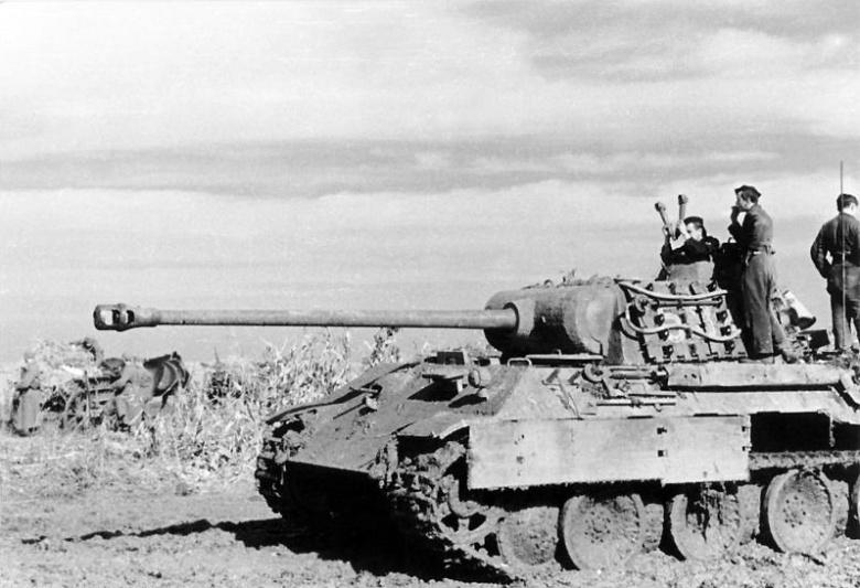 A German Panzer V in Romania. Wikimedia Commons / Bundesarchiv, Bild 101I-244-2321-34 / Waidelich / CC-BY-SA 3.0