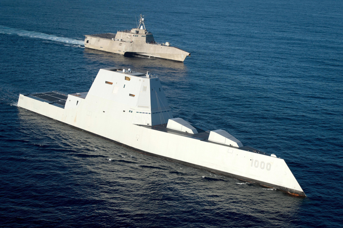 USS Zumwalt underway in formation with the littoral combat ship USS Independence. Flickr/U.S. Navy