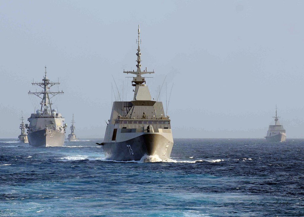 The Singapore Navy frigate RSS Supreme, guided missile destroyer USS Chung-Hoon and Singapore Navy corvette RSS Vigour in the South China Sea. Flickr/U.S. Navy