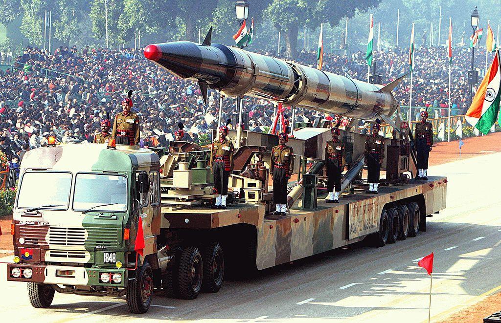 An Indian Agni-II intermediate range ballistic missile on a road-mobile launcher. Wikimedia Commons/Antônio Milena/Agência Brasil