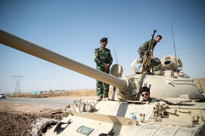 Peshmerga on a T-55 tank outside Kirkuk in Iraq. Wikimedia Commons/Boris Niehaus