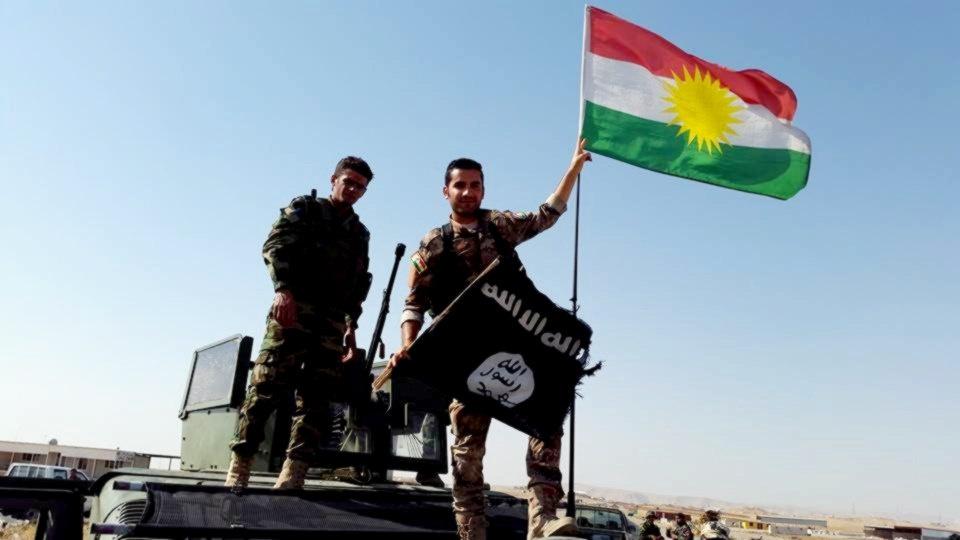 Peshmerga take down the ISIS flag. Flickr/Creative Commons/@Kurdishstruggle