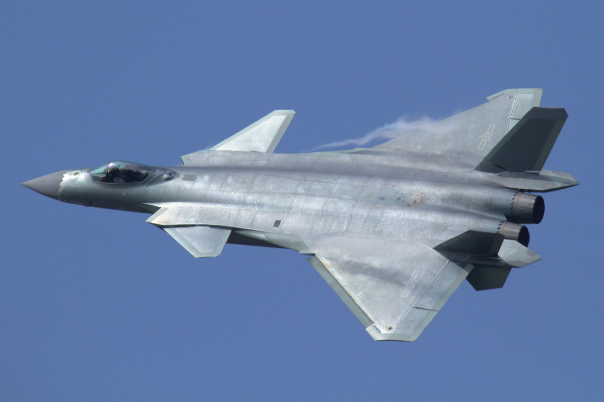 Flypast of the Chengdu J-20 during the opening of Airshow China in Zhuhai in November 2016. Wikimedia Commons / Alert5