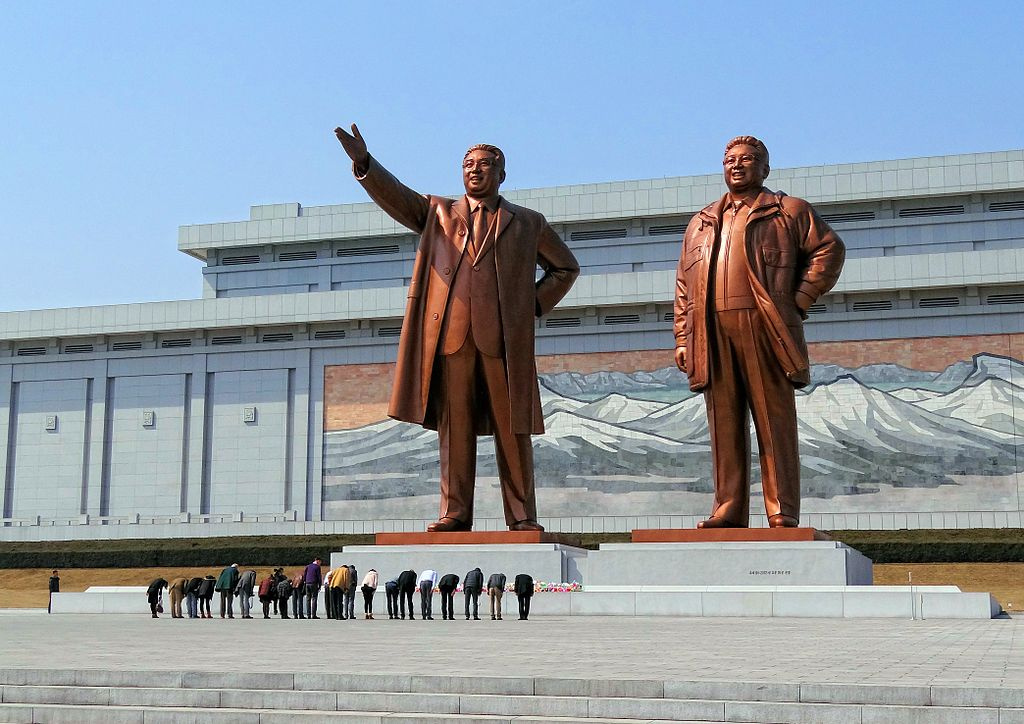 Visitors bowing in a show of respect for North Korean leaders Kim Il-sung and Kim Jong-il. Wikimedia Commons/Creative Commons/Bjørn Christian Tørrissen