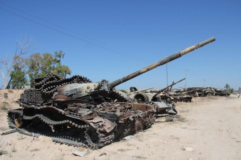 Tanks outside Misrata, Libya. Flickr/@joepyrek