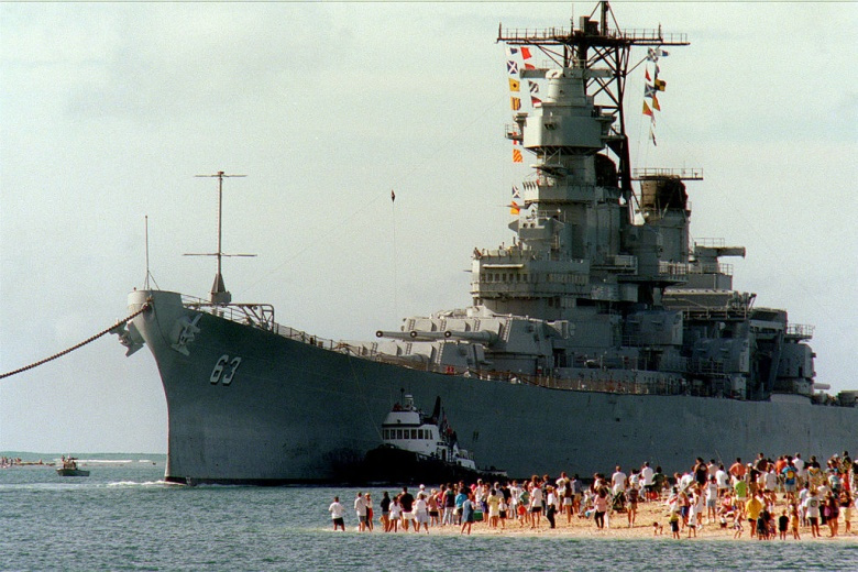 USS Missouri arrives in Pearl Harbor, 1998. Wikimedia Commons/U.S. Navy