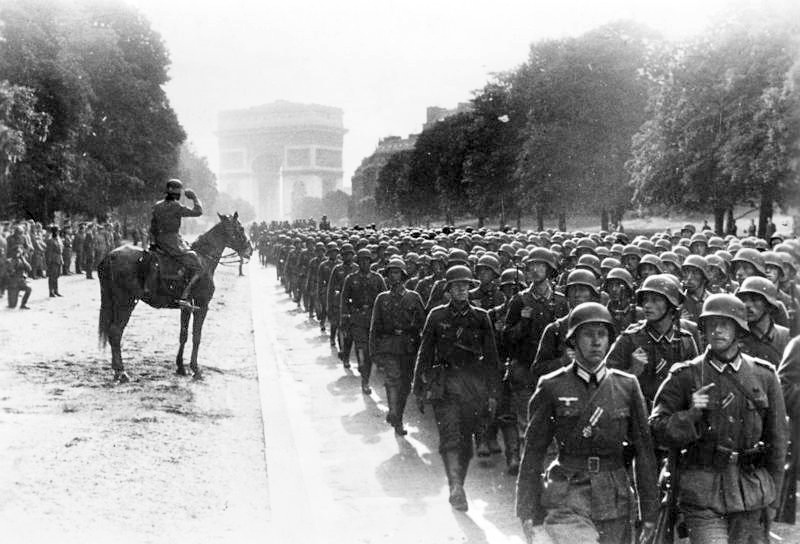 Nazi troops on parade in Paris. Wikimedia Commons / Bundesarchiv, Bild 183-L05487 / CC-BY-SA 3.0