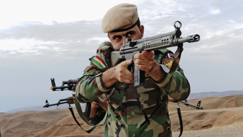 A Peshmerga soldier takes lead during urban combat maneuvering training Octobert 29, 2015, near Erbil, Iraq. Flickr/U.S. Department of Defense